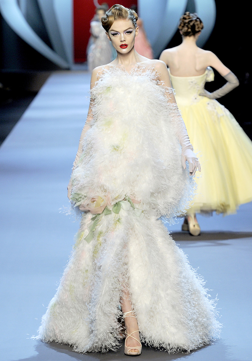 The haute couture as experimental field for Modern haute couture