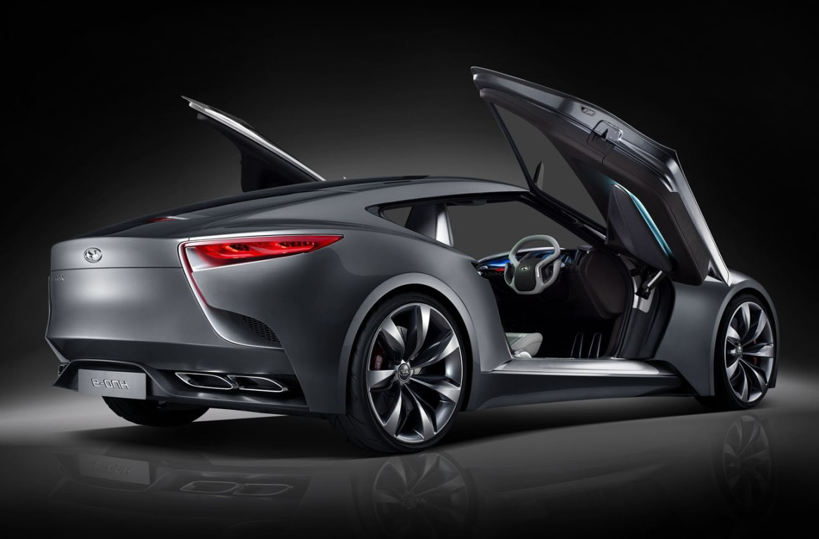 hyundai motor genesis launch puts fear in global luxury car market. Black Bedroom Furniture Sets. Home Design Ideas