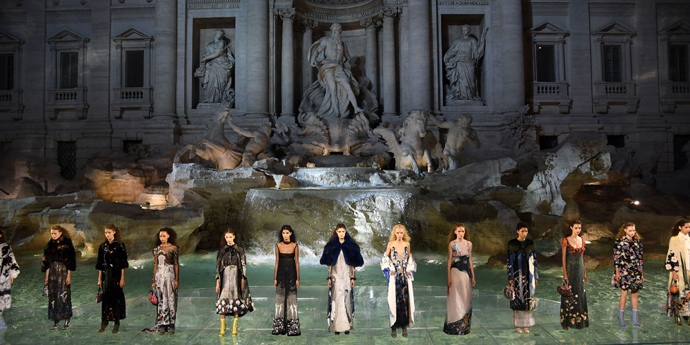 inside-fendi-breathtaking-couture-show-at-romes-trevi-fountain-mosnar-communications