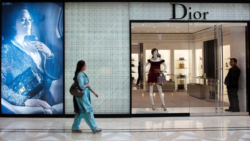 india luxury market essay Indian luxury market  india is witnessing a rapid evolvement of the lifestyle luxury market owing to growing disposal incomes and consumer awareness.