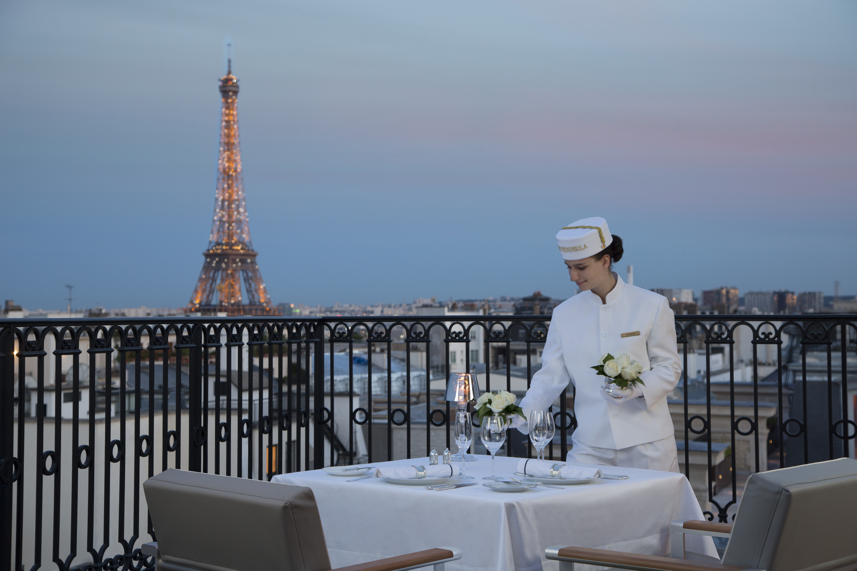 luxury travel the peninsula paris 17 features we adore brand luxury. Black Bedroom Furniture Sets. Home Design Ideas
