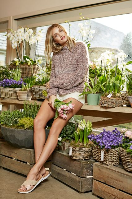 Rosie Huntington-Whiteley New UGG Face 2 Mosnar Communications